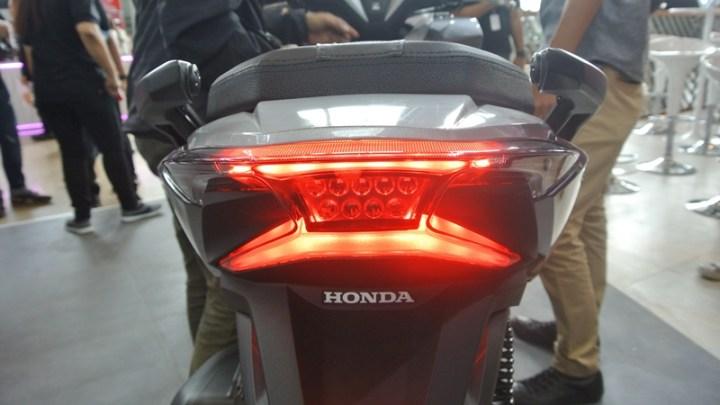Harga Sparepart Honda Forza 250 Bikin Lemes, Stoplamp Doang Nyaris 4 juta!