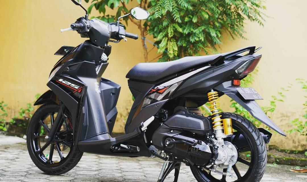 Modifikasi Yamaha Mio M3: Pakai Ohlins + Battlax + Velg Power = Ganteng Maksimal!