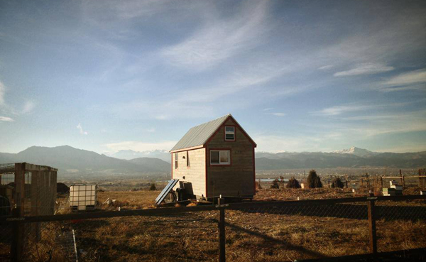 photo of the tiny house from tine-themovie.com