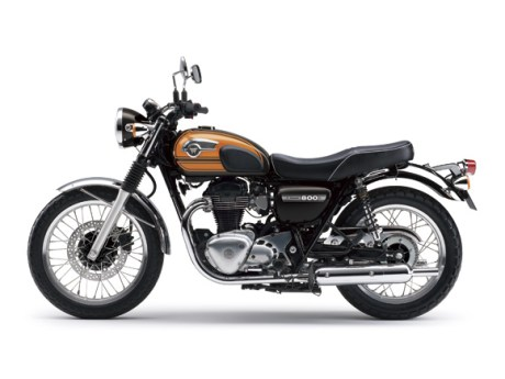 Kawasaki W800 Final Edition Candy Sunset Orange 16_EJ800A_BRN_LS pertamax7.com