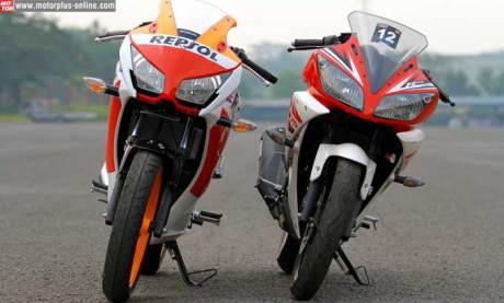 honda CBR150R K45  VS yamaha R15