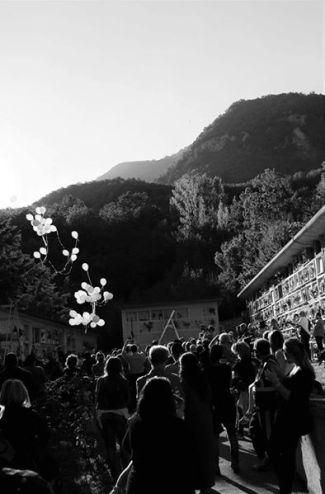 25/09/16 - Lancio di palloncini per commemorare i defunti ad un mese dalla tragedia