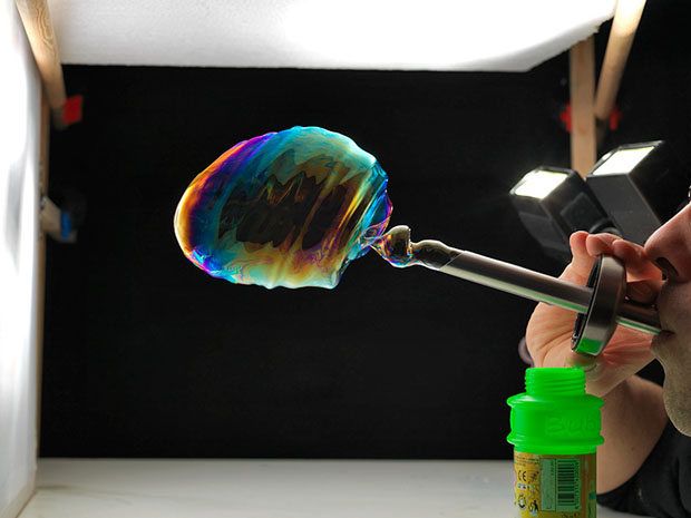 Photographer Captures Soap Bubbles as They Burst and Disappear