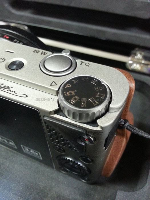A Review of the Hasselblad Stellar Hasselblad Stellar top dial