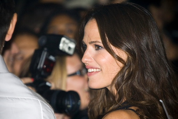 Hollywood Actresses Speak Out In Favor of Anti Paparazzi Child Protection Law jennifergarner1
