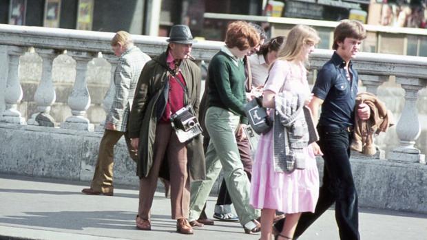 Man on Bridge: The Dublin Street Photog Who Worked the Same Spot for 50 Years manonbridge1