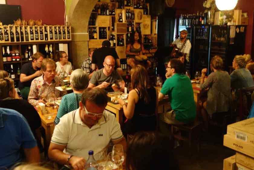 "Lissabon Restaurants, ""Grapes and Bites"""