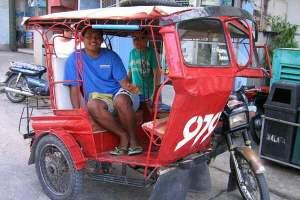 Un tricycle à Larena, le port de Siquijor. Visayas, Philippines, février 2008.