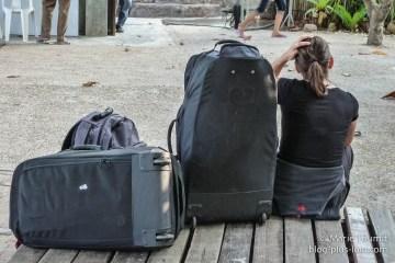 Mon sac est aussi gros que moi ! Krabi, Thaïlande, février 2011.