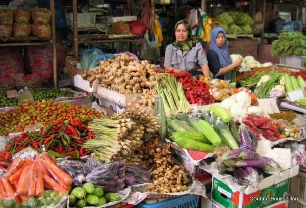 Le grand marché de Tawau (Bornéo, Malaisie, juillet 2009).