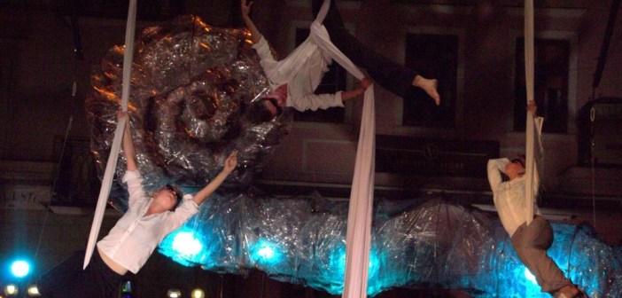 Uliczne spektakle na zakończenie Rynku Sztuki