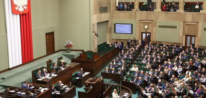 """Sejm przyjął program """"500+"""". Jak głosowali nasi posłowie?"""