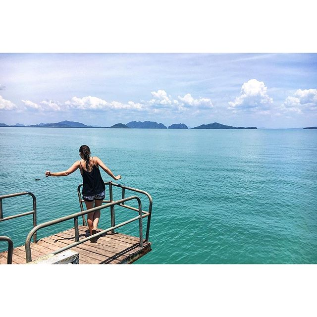 What a month... Bangkok, Samui, Tao,  Krabi, Lanta. It's been real! Let's do it again soon. สวัสดีค่ะ ❤️☀️ #thailand #KohLanta #islandhopping #sea #landscapes #nomadworking #digitalnomad #workation #hmgoes Thx for the pic, @noeltock.