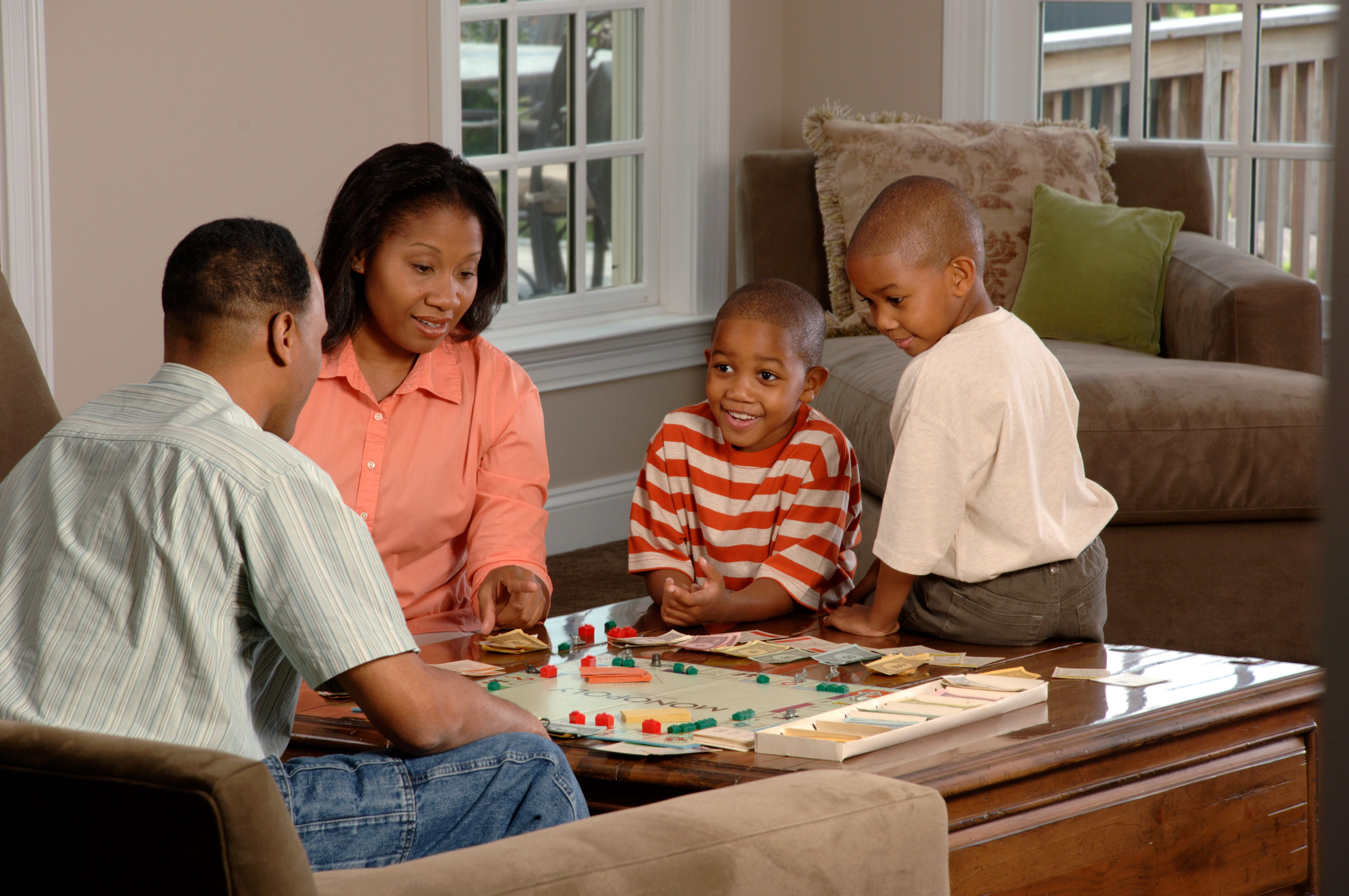Family_playing_a_board_game_(1)