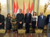 Olav Fykse Tveit (Sekjen DGD) bersama para pemimpin gereja, Bence Retvari Sekretaris Parliamen Hungaria dalam pertemuan di Budapest. (oikoumene.org/Paul Jeffrey)