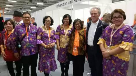 Ketua Umum PGI bersama peserta dari GMIM
