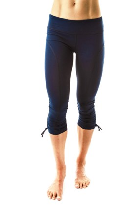 meSheeky Odette Capris are a great gift for fitness lovers.