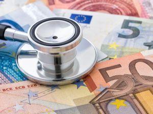 Stethoskop auf Euroscheinen