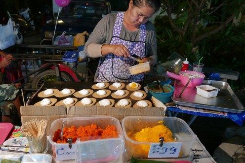 タイ・チェンマイ・サンデーマーケット・お菓子