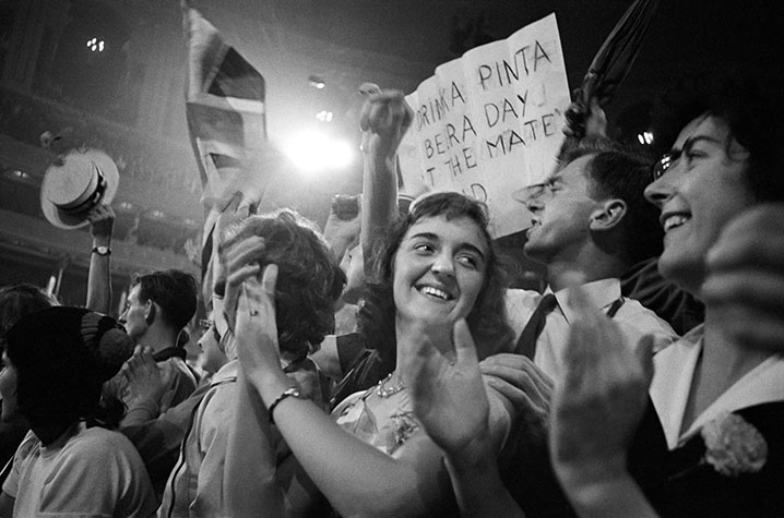 GB. England. Last night of the Proms at the Albert Hall where the inevitable advertisement crept in. 1960.