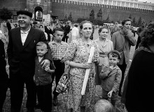 A family on an outing to visit the Kremlin. The standards they embodied would remain  paramount in Russians for thirty more years. 1963
