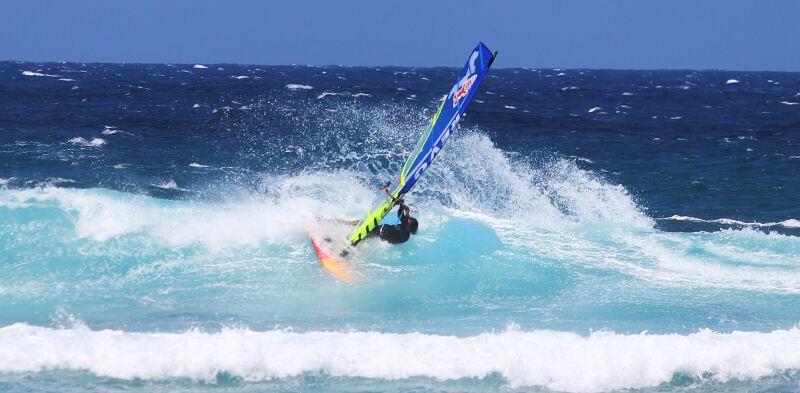 Phil Soltysiak top turns windsurfing at Ho'okipa Beach Park
