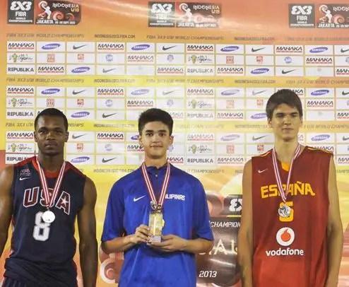 Kobe Paras wins Slam Dunk