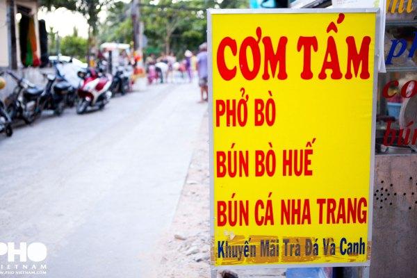 Uithangbord in Nha Trang (foto: Pho Vietnam © Kim Le Cao)