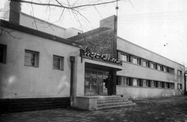 Критий басейн на вул. Стшалковської ( нині част. пл. Петрушевича ), фото 1935 р.