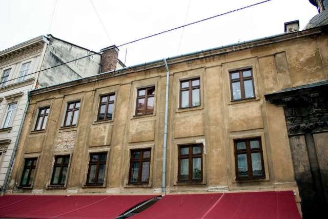 Капітульна кам'яниця, вигляд з вул. Галицької. Фото 2015 року
