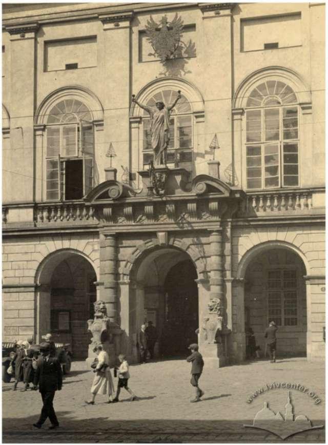 """Останнє фото порталу і """"Гостинності"""". А.Ленкевич, 1929-1930 рр."""