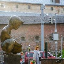 Фонтан «Хлопчик» на площі Митній