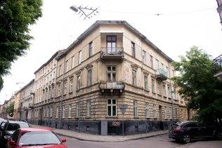Вулиця Замойського, 1 (терер вул. Ю. Романчука, 1) де у 1899-1900 рр. (до травня) проживала сім'я Грушевських