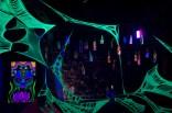 """Флюоресцентна інсталяція """"Гнучка ілюзія"""" від Inga Frekensnork, фото Костянтин Баранюк"""