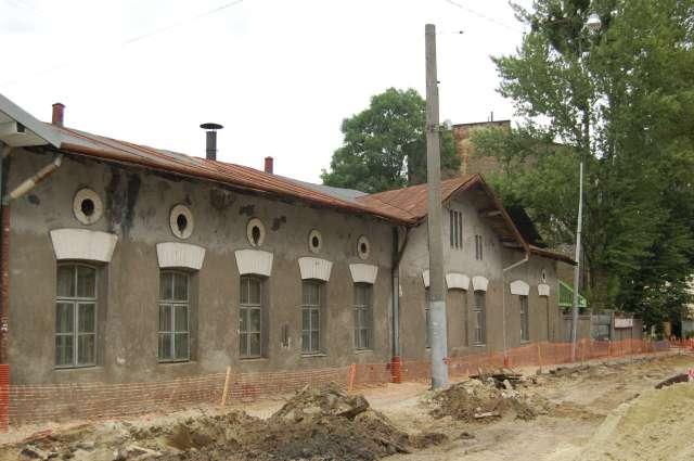 Давня промислова споруда (др.пол. XIX ст.) на вулиці Б. Хмельницького. Фото 2015 року