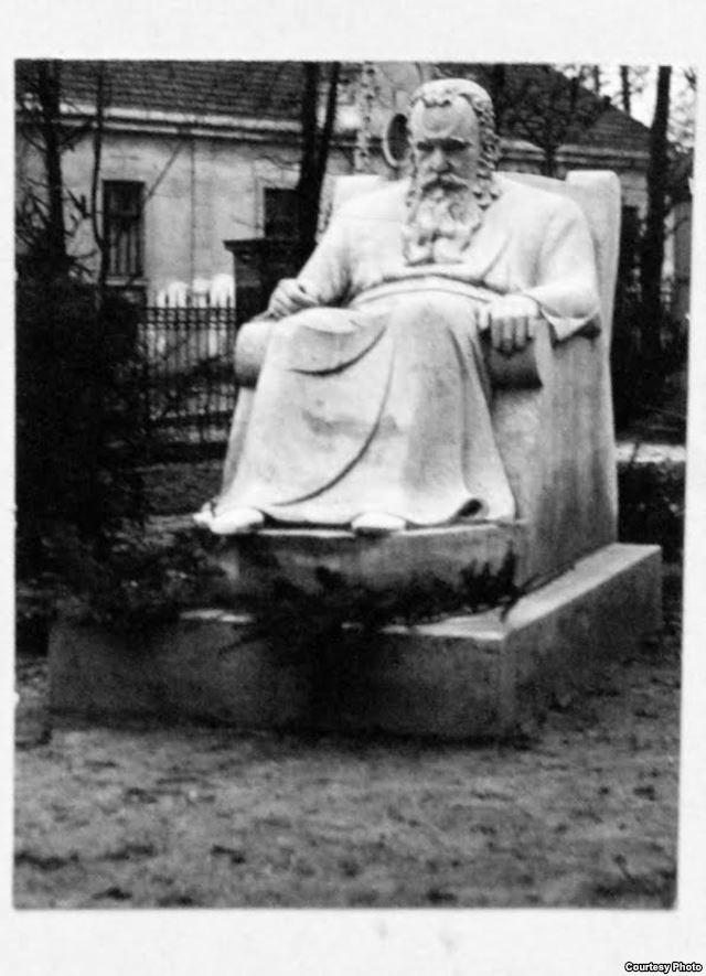 Памятник Шептицькому (автор – Сергій Литвиненко, 1935 рік)