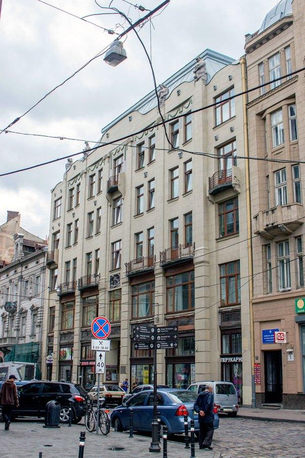 Будинок Страхового товариства на Коперника, 3 - тут діяло перше постійне кабаре у Львові. Фото 2015 року