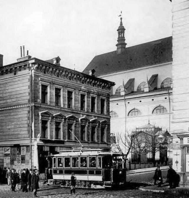 """Металевий павільйон """"Віденської"""" кав'ярні на нин. площі Підкови. Фото початку XX сторіччя"""
