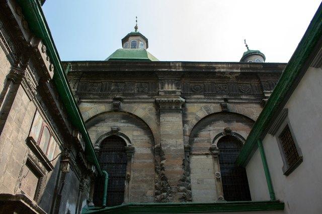 Успенська (Волоська) церква у Львові. Вигляд від Каплиці Трьох Святителів, фото 2015 року.