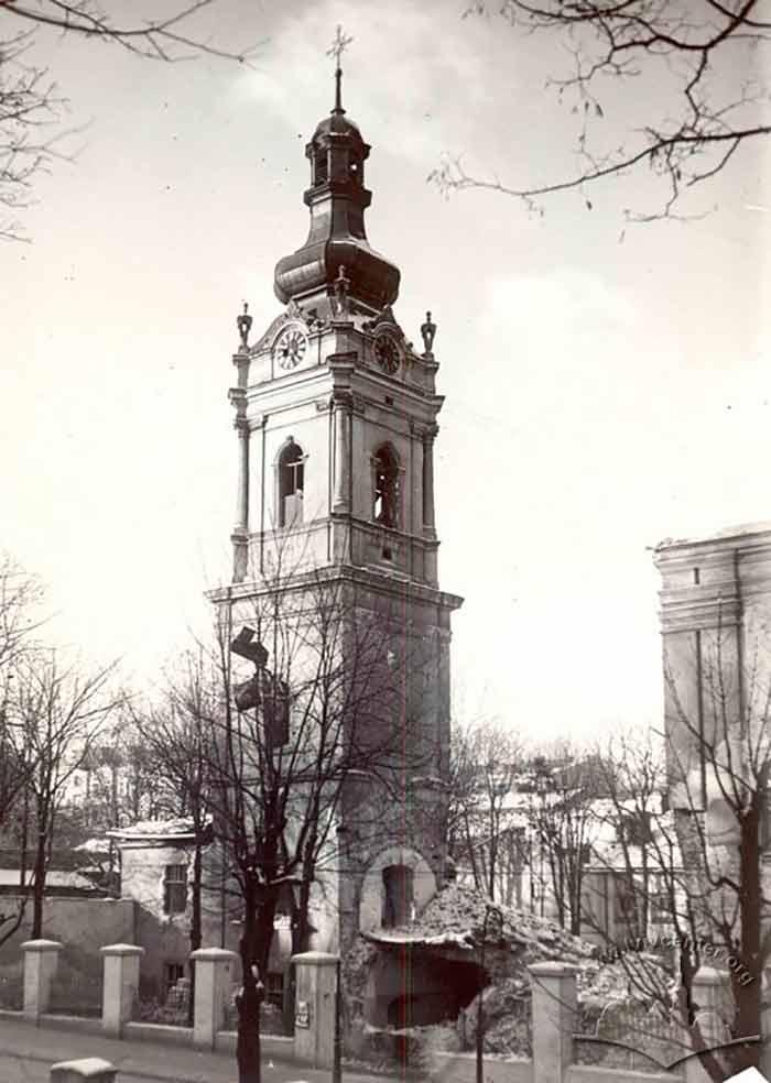 Зруйнована церква Св. Духа по вулиці Коперника у Львові. Фото 1939 року.
