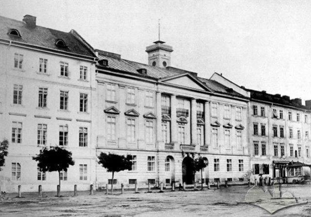 Будівля музею Дзідушицьких (Природний музей) на вулиці Театральній. Місце зйомки тепер зайняте корпусом Економічного факультету ЛНУ. Фото 1870 року
