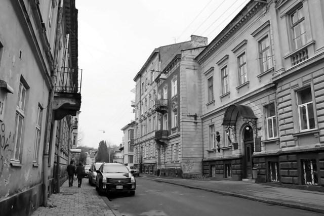 львівська Астрономічна обсерваторія на вулиці Кирила і Мефодія