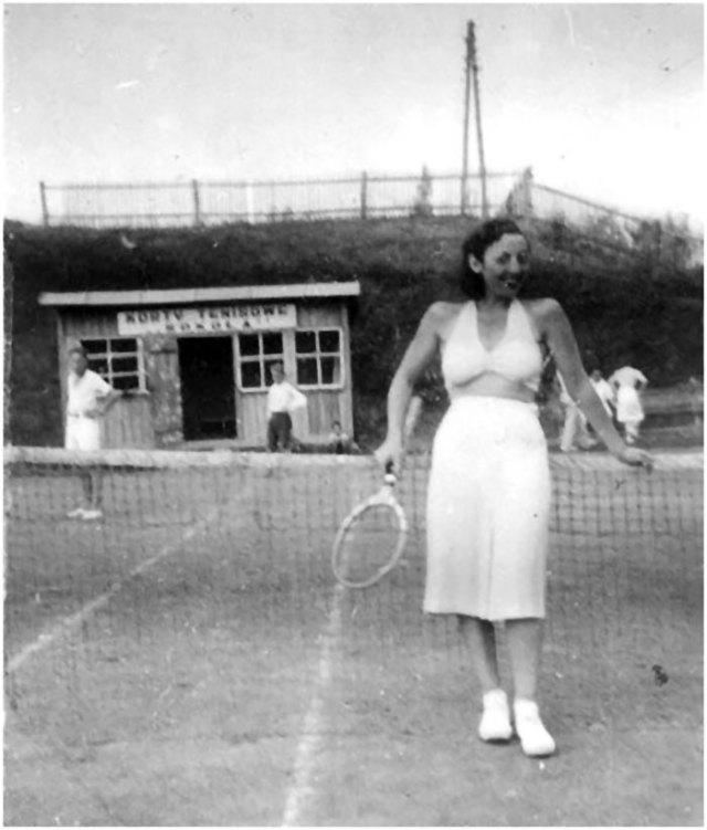 Один з тенісних кортів в Заліщиках. Середина 30-их років ХХ століття