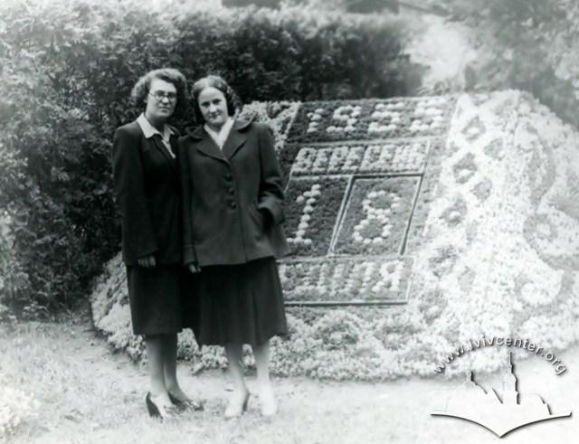 Квітковий календар в парку ім. Івана Франка. Фото 1955 року