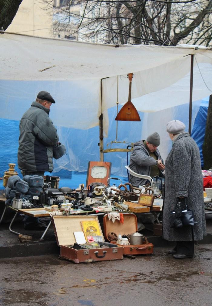 Торговці старовинних речей на львівському «Вернісажі»