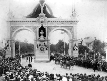 Проїзд імператора Франца Йосифа під тріумфальною аркою. Фото 1894 року