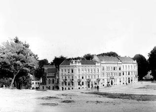 Кам'яниці південно-схудної сторони площі св. Юра. Фото 1860-1880 рр.