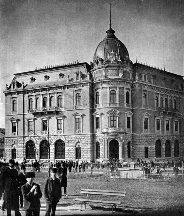 """Новозбудований будинок Ощадної каси на місці знесеного будинку готелю """"Англійський"""". Фото 1890-х рр."""