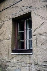 Львів, будинок на вул. Ген. Грицая, 4, (на фото видно декорування стін, притаманне функціоналізму)