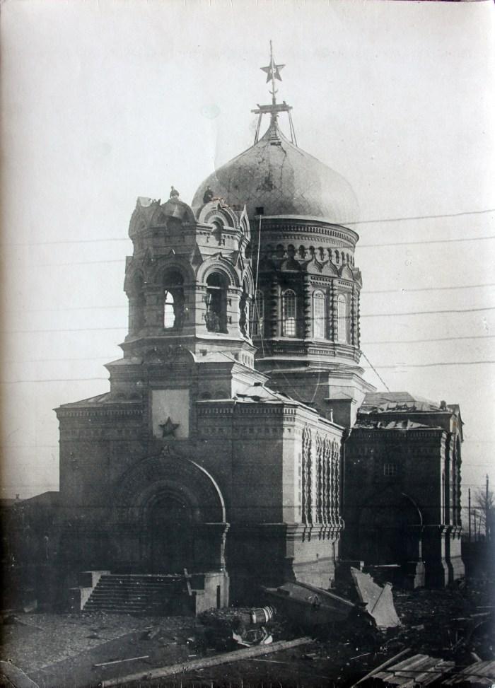 Руйнування церковної дзвіниці у Макіївці на Донеччині (саму церкву перетворено на клуб), 1929 рік